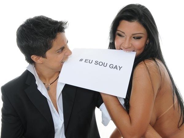 Thammy Miranda faz ensaio ao lado da então namorada, Jennifer Ferracine, musa do São Caetano no Concurso Gatas do Paulista de 2011 (21/5/11)