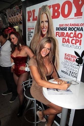 """Denise Rocha, o '""""furacão da CPI"""", participou da sessão de autógrafos da 'Playboy',  nesta quinta-feira (20/9/12), em uma banca de jornal da Rua Oscar Freire, nos Jardins (SP)"""