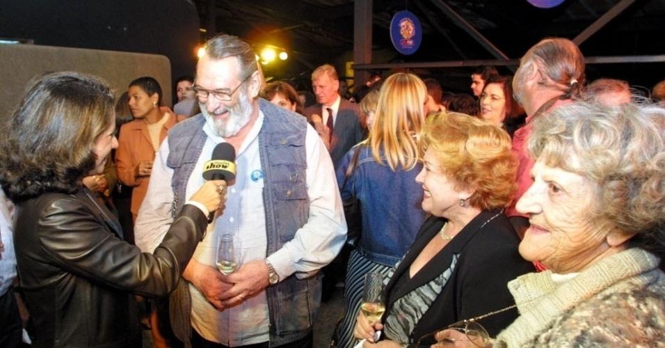 Paulo Goulart e Nicette Bruno comparecem à abertura do Festival de teatro de Curitiba (21/3/02)