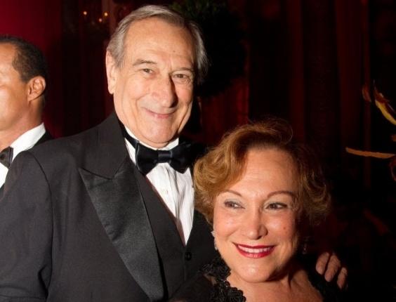 Paulo Goulart e Nicette Bruno, posam juntos em um baile do Copacabana Palace (5/3/11)