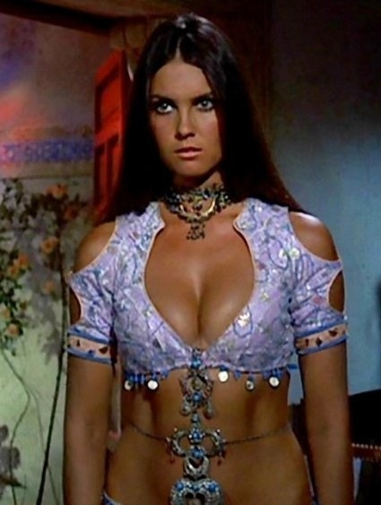 "Caroline Munro fez o papel de Naomi, em ""The Spy Who Loved Me"", de 1977"