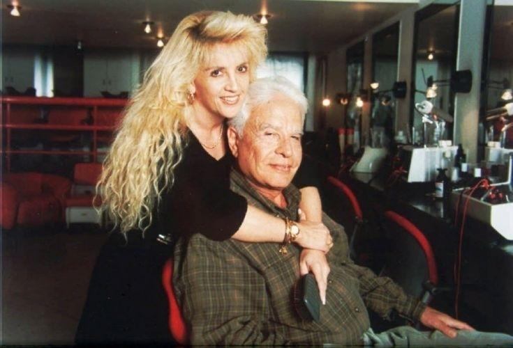 Cid Moreira posa com a então esposa, Ulhiana Naumtchyk (28/9/97). Os dois se divorciaram em 2004