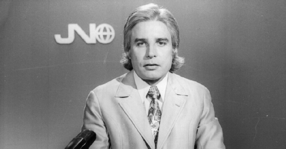 """Em 1969, Cid Moreira entrou para o time de apresentadores do """"Jornal Nacional"""", da rede Globo, posto que ocupou até 1996. Os 27 anos à frente no programa fizeram com que o apresentador entrasse para o """"Guiness Book"""" como o locutor que mais tempo esteve à frente de um mesmo telejornal. Esta foto é da década de 1970"""