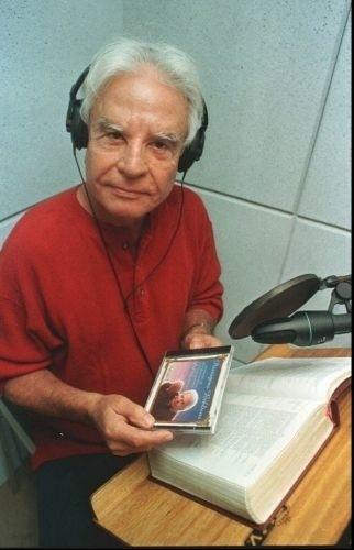 Em 1998, Cid Moreira protagoniza o seu maior sucesso comercial. O locutor grava um CD com passagens da Bíblia. Na ocasião, as vendas do disco atingiram mais de 30 milhões de cópias