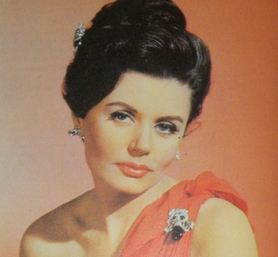 "Eunice Gayson interpretou Sylvia Trench, em ""Dr. No"", de 1962, e ""From Russia With Love"", de 1963"