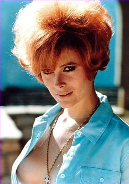 "Jill St. Jones fez o papel de Tiffany Case, em ""Diamonds Are Forever"", de 1971"