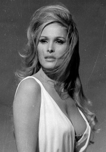 "Ursula Andress interpretou Honey Ryder, em ""Dr. No"", de 1962"