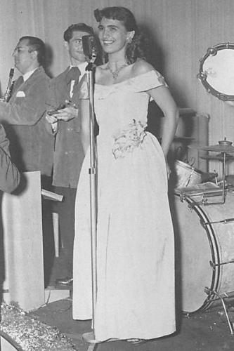 Hebe Camargo na época em que cantava na antiga rede Tupi de televisão