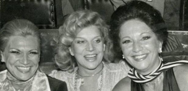 Hebe e as atrizes Tônia Carrero e Lolita Rodrigues na boate Moustache, em evento em homenagem a Lolita e a seu marido, Ayrton