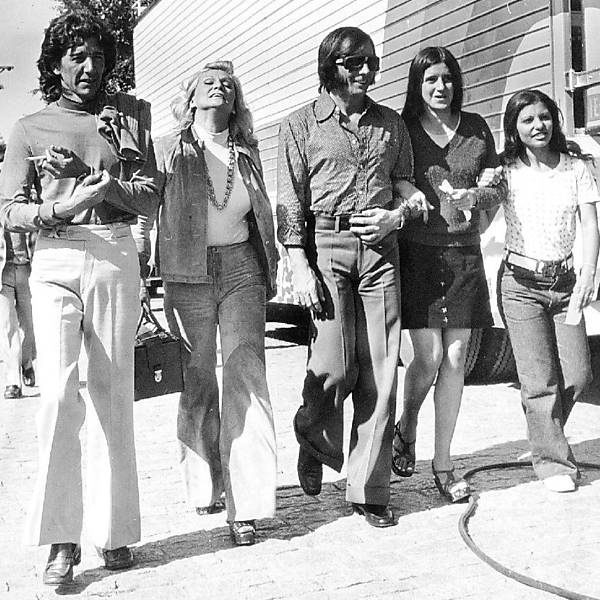 Wilton Franco, Hebe Camargo e Emerson Fittipaldi passeiam no Sumaré, em São Paulo, nos anos 70