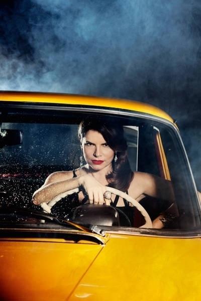 "Débora Bloch em ensaio sensual para a revista ""Serafina"" de outubro de 2012"