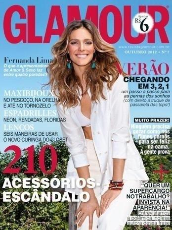 """Fernanda Lima posa para a revista """"Glamour"""" (outubro/2012). Leo Jaime, seu companheiro no programa """"Amor e Sexo"""" da TV Globo, falou sobre a apresentadora para a publicação: """"Na família, a chamam de Nana. Eu a chamo de Fê. Os fãs a chamam de Fernanda Linda. No trabalho, a gente a chama de Dercy quando ela começa a reclamar muito. E, atualmente, de Dercy Mader, porque, além de reclamar, ela anda dando muita ideia. Adoramos Dercy Gonçalves e Malu Mader, é uma homenagem!"""", resume Leo"""