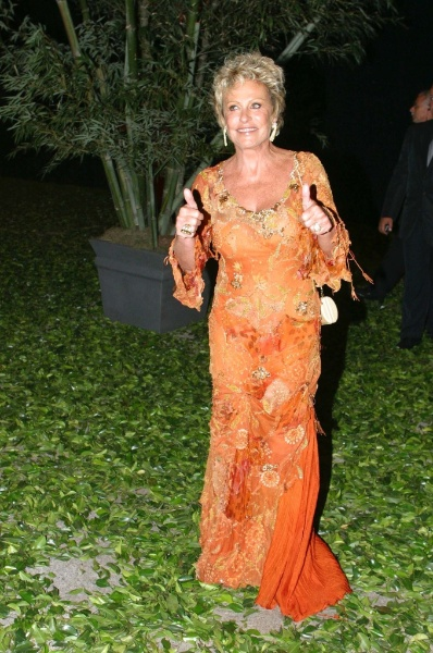 Ana Maria Braga, uma das madrinha de Angélica e Luciano Huck (30/10/2004)