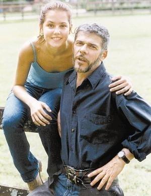 """Em """"Laços de Família"""", Pedro foi perseguido por Íris (personagem de Deborah Secco) e se rendeu aos encantos da moça (2000)"""