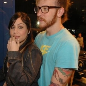 A cantora Pitty e o então namorado, hoje marido, Daniel W. no show de lançamento do primeiro CD da banda Orquestra Imperial, no Citibank Hall, em São Paulo (23/8/07)