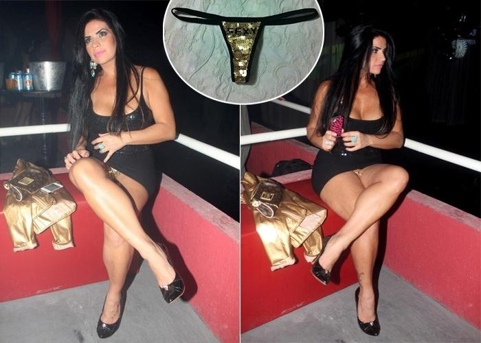 """A modelo Solange Gomes foi pega desprevenida em imagens tiradas na boate Moovie, no Rio de Janeiro. Ao cruzar as pernas, a modelo deixou à mostra sua calcinha com paetês dourados. Ao site """"Ego"""", a morena declarou que haviam estragado a surpresa que ela iria fazer ao namorado e chegou a postar a imagem da calcinha fio-dental, dizendo que poderá leiloar a peça (8/10/12)"""