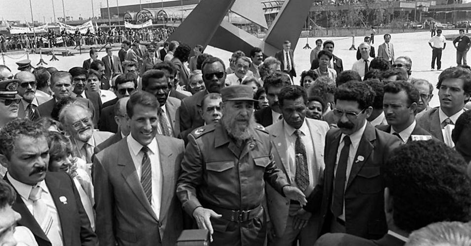 Fidel Castro com o governador Orestes Quércia, durante visita ao Memorial da América Latina, em São Paulo em março de 1990