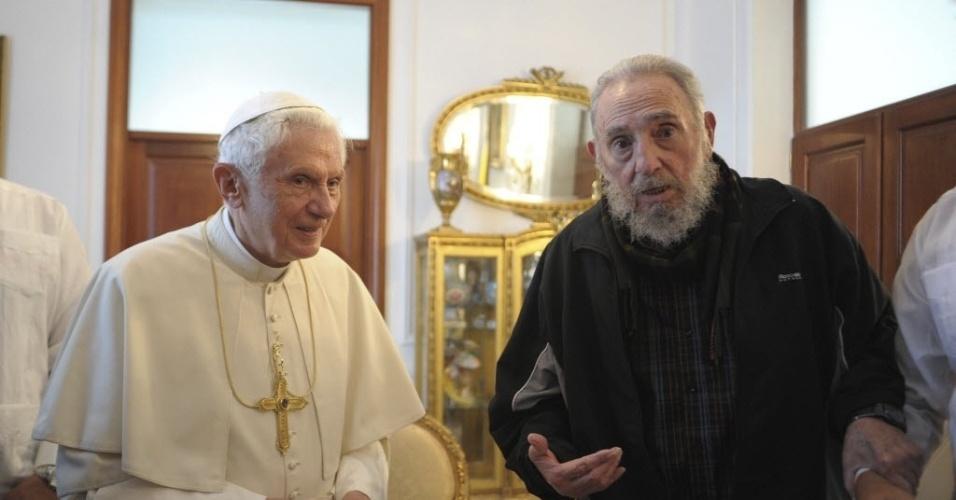 Papa Bento 16 se encontra com Fidel Castro em Havana, Cuba, em 28 março de 2012. Na visita, o pontífice pediu mais liberdade na sociedade cubana. Este foi o primeiro encontro da dupla