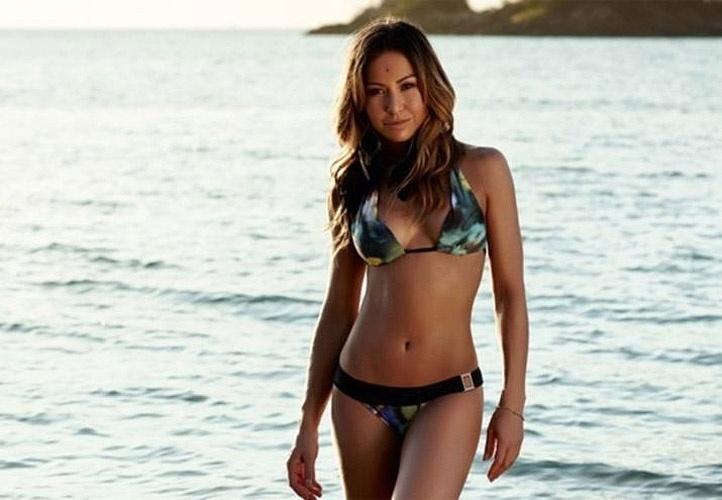 A apresentadora e humorista Sabrina Sato exibiu suas belas curvas em um ensaio para a campanha de moda praia da marca Água Doce. As fotos, feitas no litoral norte de São Paulo, foram divulgadas nesta terça-feira (16).
