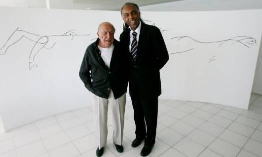 Gilberto Gil pede a Niemeyer uma lista de obras a serem tombadas pelo Iphan (junho/2007). Em meio às homenagens aos 100 anos de Oscar Niemeyer, foi decidido que o Instituto do Patrimônio Histórico e Artístico Nacional tombaria 35 prédios e monumentos criados pelo arquiteto em nove cidades do país