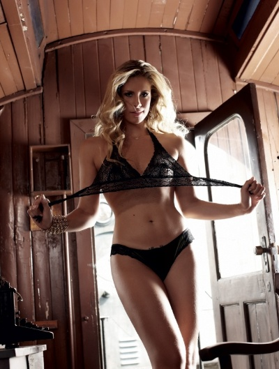 """A """"Sexy"""" divulgou novas imagens da edição comemorativa de 20 anos da publicação, nesta sexta-feira (19/10/12). O leitor da revista de novembro vai poder escolher entre duas gatas: a loira Rachel Gutvilen (foto) ou a morena Kamilla Covas (imagem 75), ambas bailarinas do programa """"Domingão do Faustão"""""""