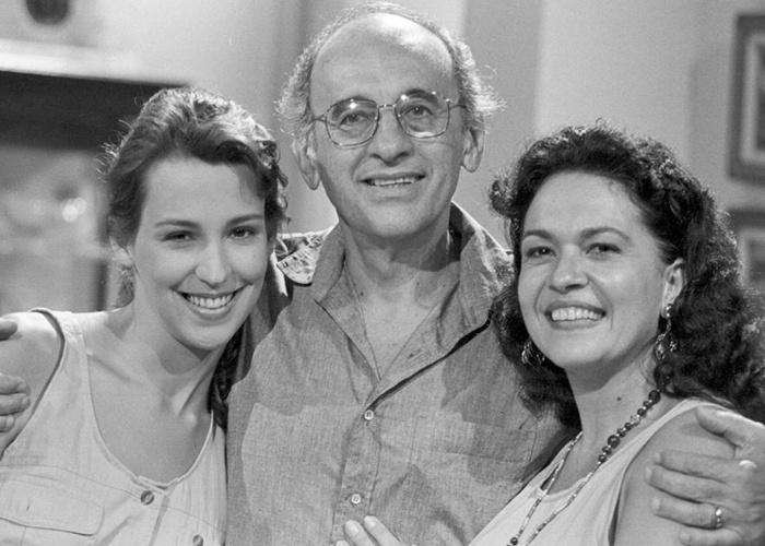 """Em 1991, Regina Dourado foi Rosália na novela """"Felicidade"""", de Manoel Carlos e Elizabeth Jhin. Na imagem ela aparece ao lado dos companheiros de elenco Sebastião Vasconcelos e Ana Beatriz Nogueira"""