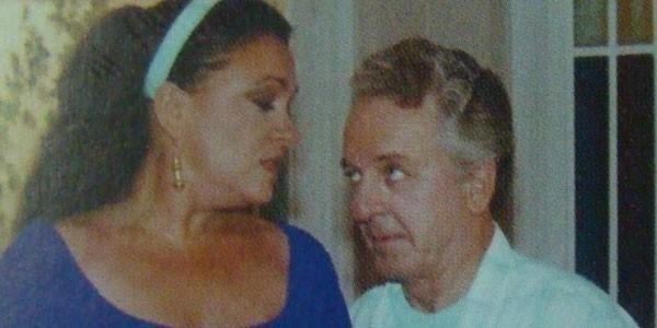 """Em 1995, a atriz Regina Dourado viveu Lucineide em """"Explode Coração"""" e marcou o público com o bordão """"Stop, Salgadinho!"""". Na cena, ela aparece ao lado do ator Rogério Cardoso, intérprete de Salgadinho"""