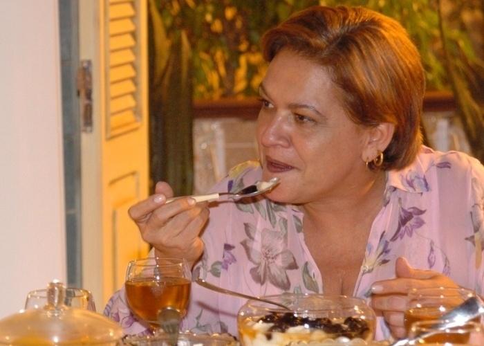 """Em 2003, em entrevista à TV Bahia, a atriz Regina Dourado falou sobre a descoberta e tratamento do câncer. """"A recuperação é dolorosa, é difícil, não é mole não. Porém, passa. Não me sinto absolutamente vítima por ter tido câncer. Não me sinto infeliz no sentido de que sou uma coitada e que de uma certa forma as pessoas têm que dividir comigo essa infelicidade. Eu não me sinto desta maneira, mas também não digo que é fácil"""""""