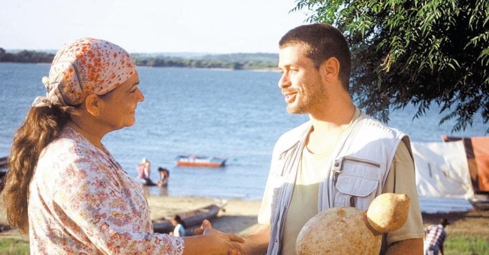"""Os atores Regina Dourado e Fábio Assunção em cena de """"Espelho d'Água"""", filme de Marcus Vinicius Cezar (2004)"""