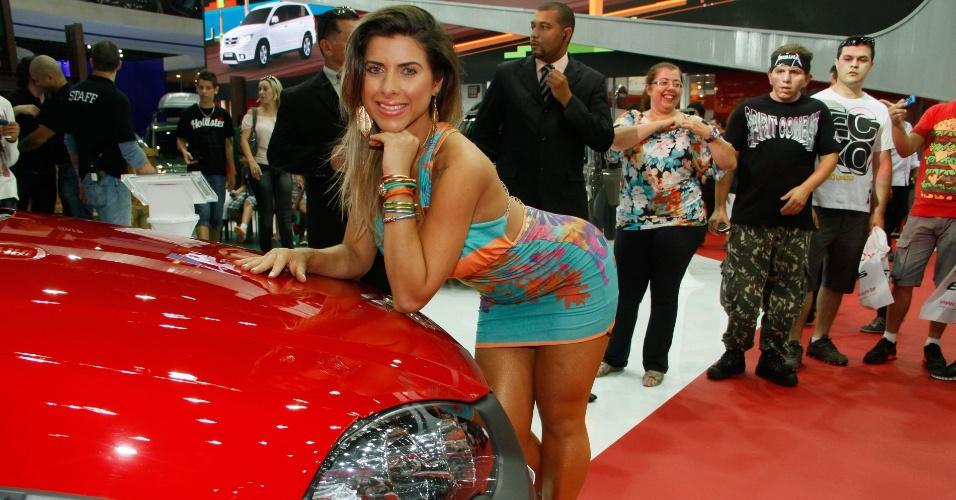 A musa do Corinthians Ana Paula Minerato enlouquece o público masculino no Salão Internacional do Automóvel de São Paulo (28/10/2012)