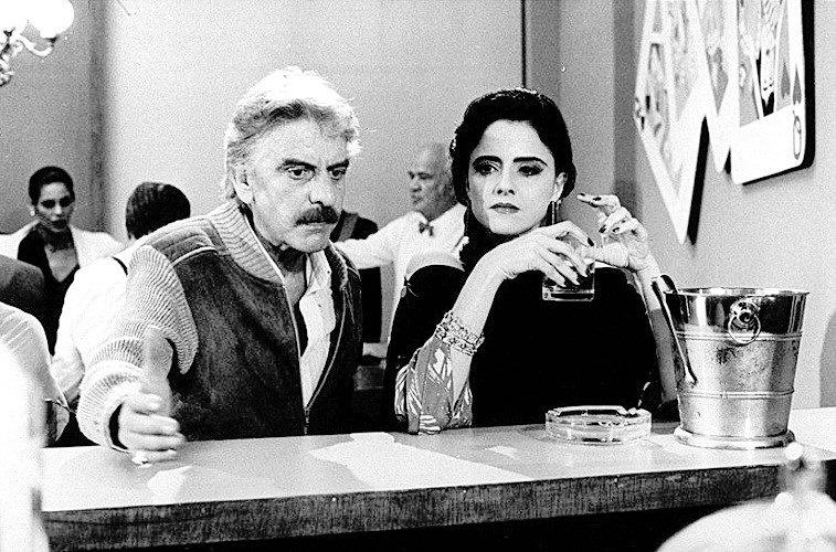 """Os atores Hugo Carvana e Marieta Severo em cena do filme """"Vai Trabalhar Vagabundo 2"""" (1991)"""
