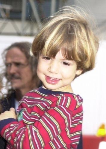 Lucas Jagger, filho da apresentadora Luciana Gimenez com o roqueiro Mick Jagger, no aeroporto de Nova York (22/10/04)