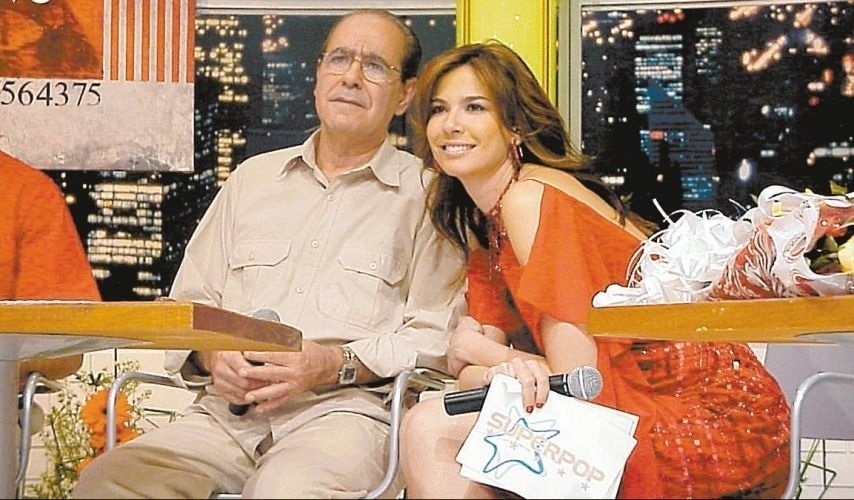 """Luciana Gimenez e seu pai, João Alberto Abu Morad, durante gravação para o programa """"Superpop"""", da Rede TV! (9/8/02)"""