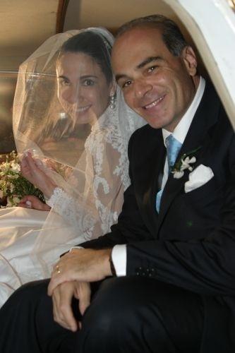 Luciana Gimenez se casa com o empresário Marcelo Carvalho em sítio em Ilhabela (19/8/06)