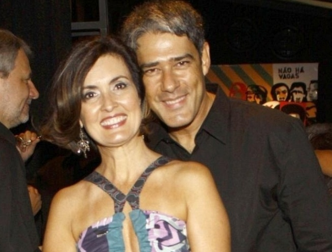 William Bonner e Fátima Bernardes no aniversário da jornalista e consultora de moda Regina Martelli, no Rio (1/3/10)