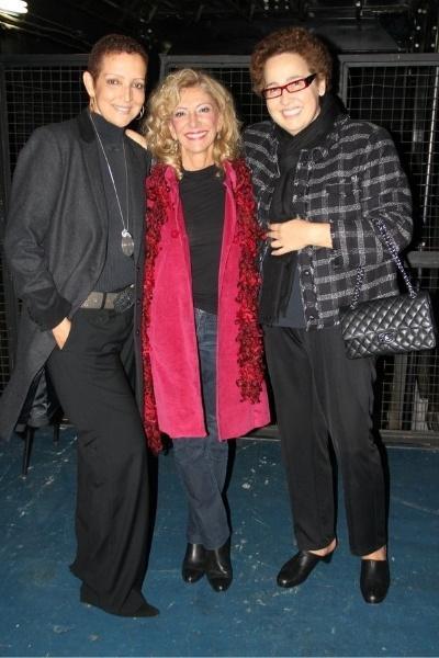 """Ao lado de Betty Lago, Claudia Jimenez prestigiou a amiga Marilia Pêra (centro), que está em cartaz com o musical """"Alô, Dolly!"""" (16/11/12)"""