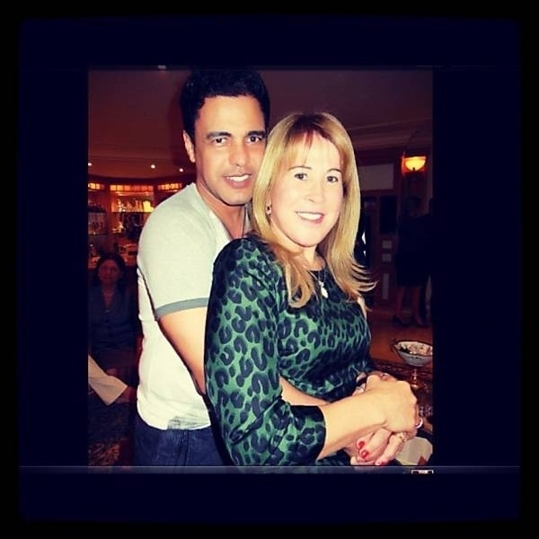 """Zilú Camargo, 50,postou uma foto antiga ao lado do ex-marido, o cantor sertanejo Zezé Di Camargo, 50 (19/11/12). """"Matei a saudade"""", escreveu na rede social Instagram. Zilú se separou de Zezé em setembro de 2012 e está vivendo em Miami."""