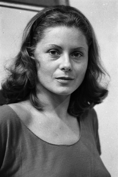 A atriz Vera Fischer posa para foto (1984)