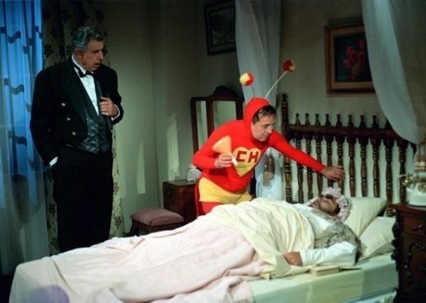A Televisa deu uma mãozinha aos fãs nostálgicos do seriado 'Chaves' e 'Chapolin' e divulgou imagens da época em que o seriado era gravado, nos anos 70. As fotos, que mostram imagens dos bastidores, circulam pela web e fazem sucesso em diversos blogs especializados na turma da vila