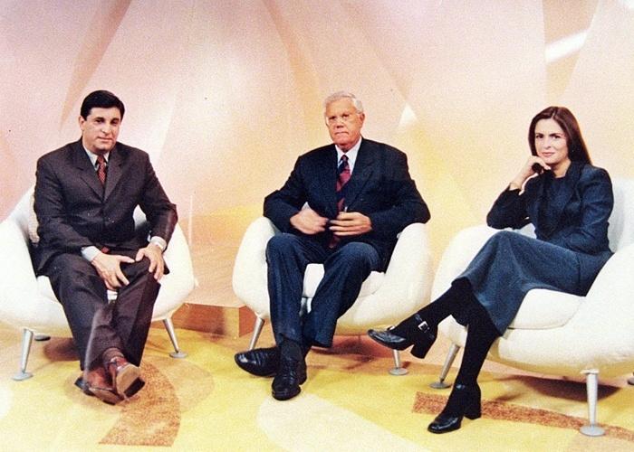 """Carlos Nascimento, Joelmir Beting e Luciana Lancellotti quando eram apresentadores do programa """"Antena Paulista"""", da Rede Globo (16/5/99)."""