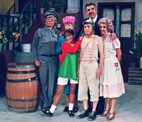 """'Chaves' nunca teve um episódio formal que finalizasse a série. No fim dos anos 80 até 1992, os atores até tentaram emplacar uma nova temporada de episódios de """"Chaves"""" e """"Chapolin"""", que o SBT transmitiu em 2001, com o nome de """"Clube do Chaves"""". Mas a nova empreitada não fez tanto sucesso quanto os episódios originais, que seguem sendo reexibidos e conquistando gerações."""