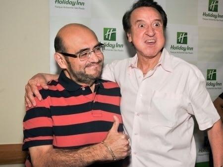 Édgar Vivar e Carlos Villagrán participam da coletiva de imprensa durante passagem deles pelo Brasil, em 2010. Os atores visitavam o país para participar de um evento organizado por fãs brasileiros.