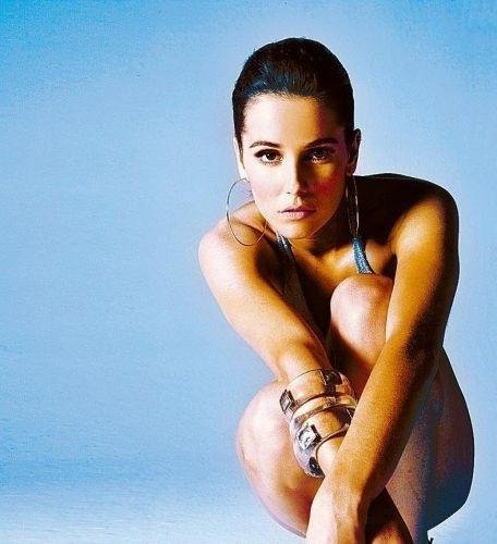 Em março de 2007, Deborah assume o namoro com o jogador de futebol Roger Flores. Ele foi o primeiro namorado da atriz após o término do relacionamento com o cantor Falcão (26/9/07)