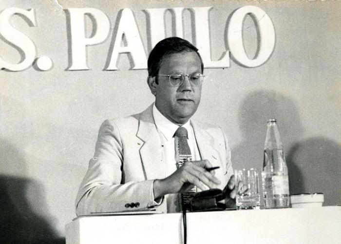 Joelmir Beting discursa em evento do jornal Folha de São Paulo, em novembro de 1982.