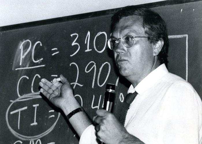 Joelmir Beting participa de simpósio econômico de 1983.