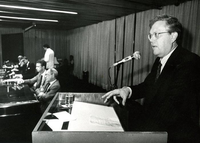 Joelmir Beting participa de um fórum que debatia sobre as perspectivas de mercado para a indústria de comércio e confecções (10/6/87).