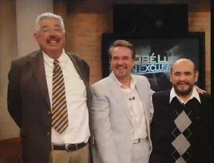 Neste programa exibido fora do país, os atores Rúben Aguirre, Carlos Villagrán e Édgar Vivar relembram momentos do seriado Chaves.