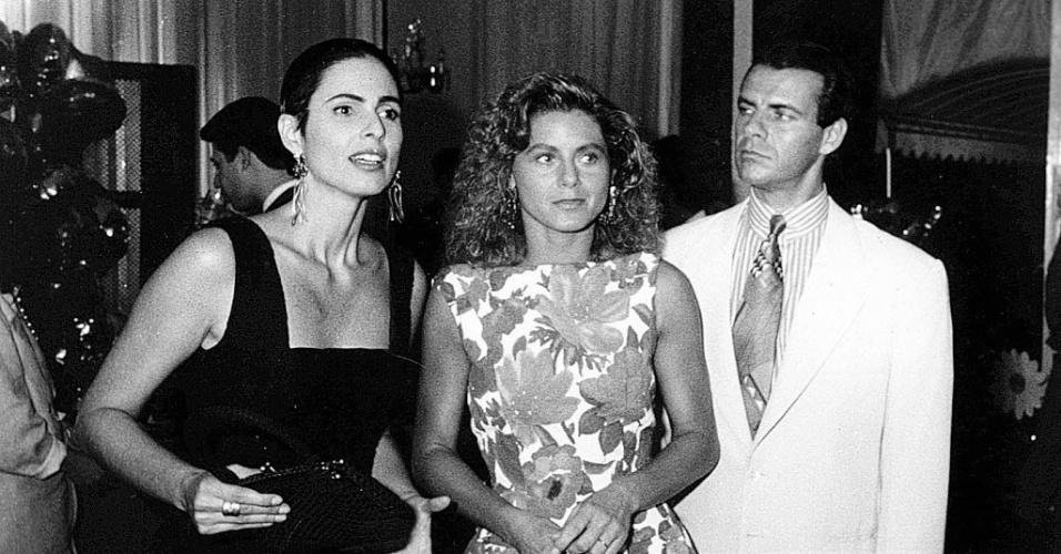 "Silvia Pfeifer, Vera Fischer e Mario Gomes viveram um triângulo amoroso na novela ""Perigosas Peruas"", da Rede Globo (1992)"