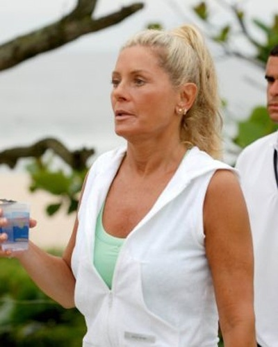 """Usando jogging, a atriz grava cenas para """"Caminhos da Índia"""" (Novembro/2008)"""