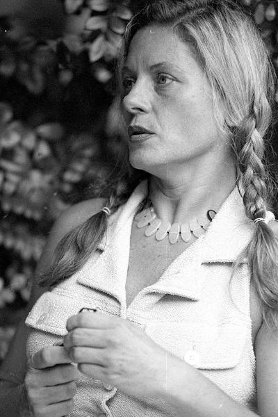 Vera Fischer fala sobre caso de agressão a empregada, durante entrevista coletiva em sua casa em São Conrado, no Rio (17/12/95)